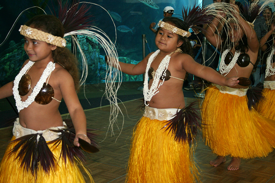 Young Tahitian dancers