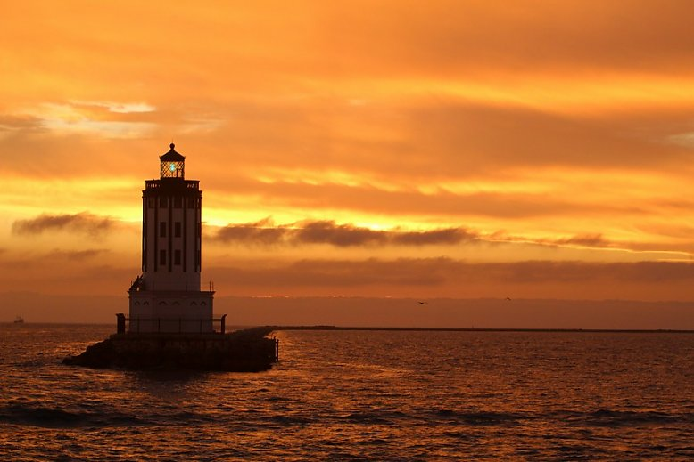 LA lighthouse at sunset - slideshow