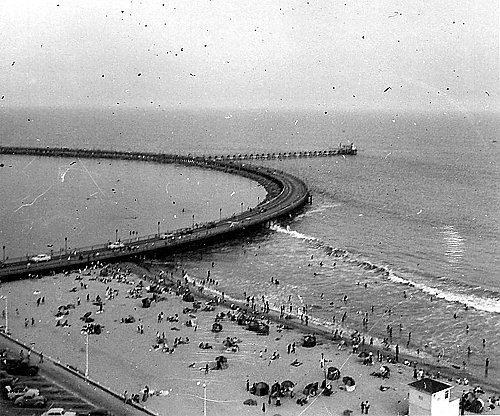 Black and white picture of Rainbow Pier in 1952