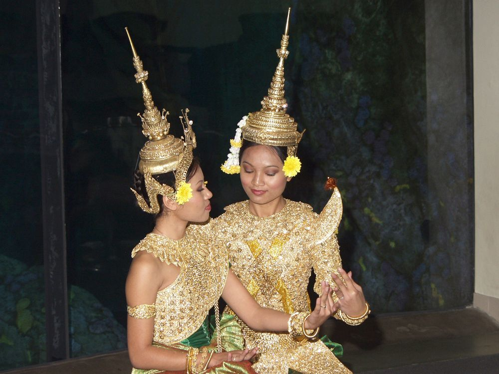 Thai dancers - lightbox