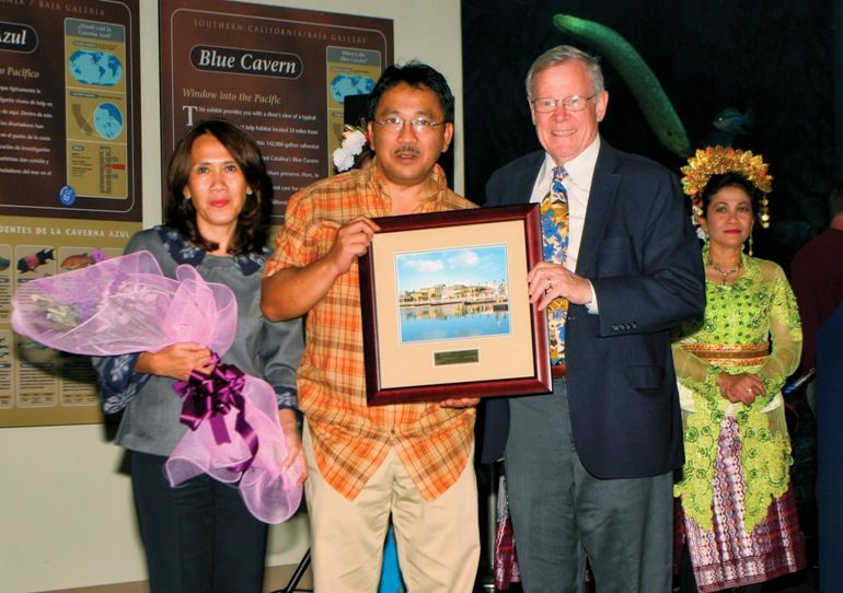 Indonesian Consulate General Receives Aquarium's Heritage Award