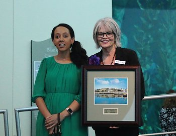 Haben Girma receives Aquarium's Heritage Award at 2018 Festival of Human Abilities from Kathie Nirschl