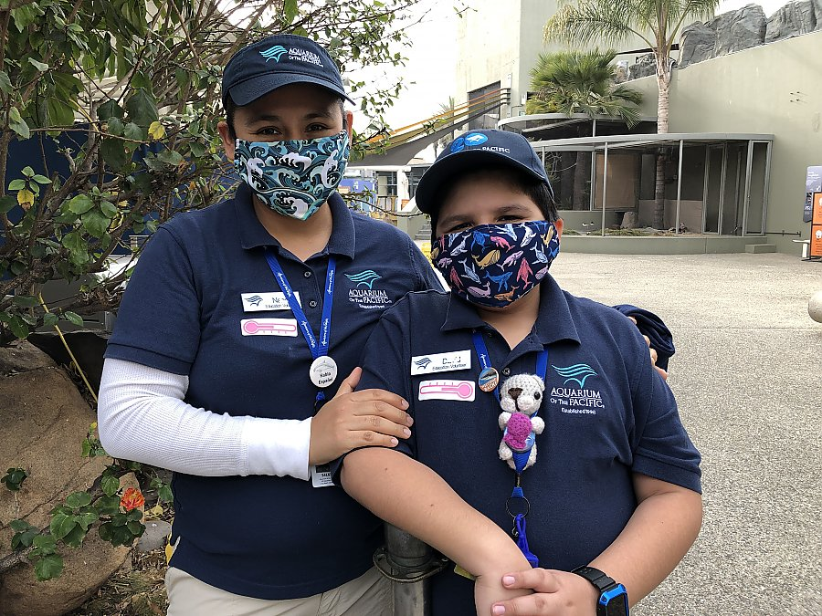 Family volunteers wearing masks
